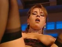 Cheshskuju porno-aktrisu nasadili srazu na tri krepkij chlena