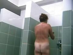 Seks v dushevoj kabine