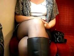 Жена показывает свою киску в поезде