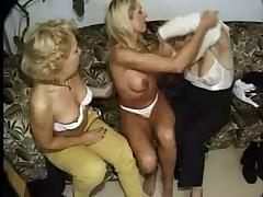 Starushki lesbijanki fistjat drug druzhku