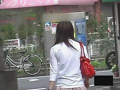 Zagljanem pod jubochki japonochkam