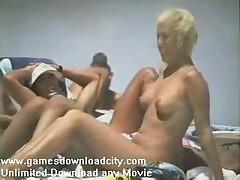 Evropljazh - Obnazhennaja devushka na nudistskom pljazhe