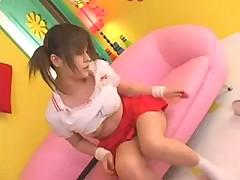 Японская теннисистка показывает свои дырочки